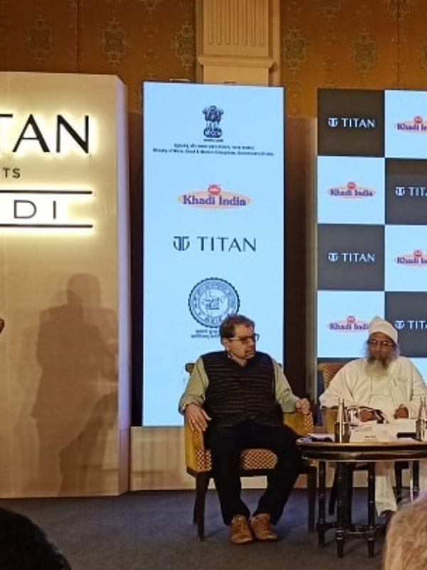 """Nitin Gadkari Takes Pride In 'Khadi Collection' By Titan, Says """"Purchase Won't Be A Favour"""""""